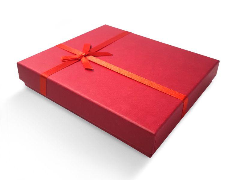 קופסה אדומה עם סרט לענקים 15X13