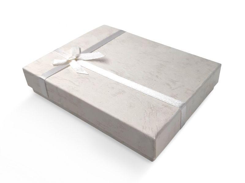 קופסה לבנה עם סרט לענקים 18X13