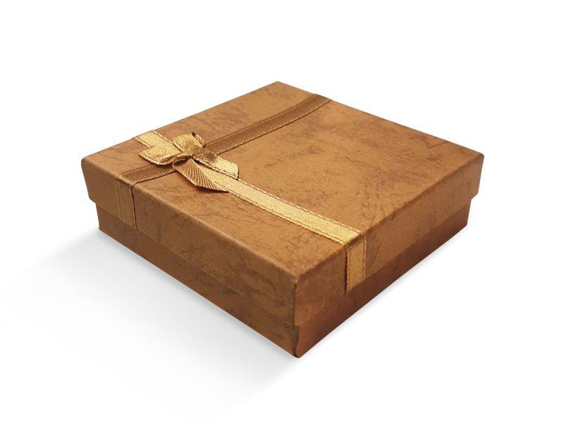 קופסה חומה עם סרט לתליון 9X9