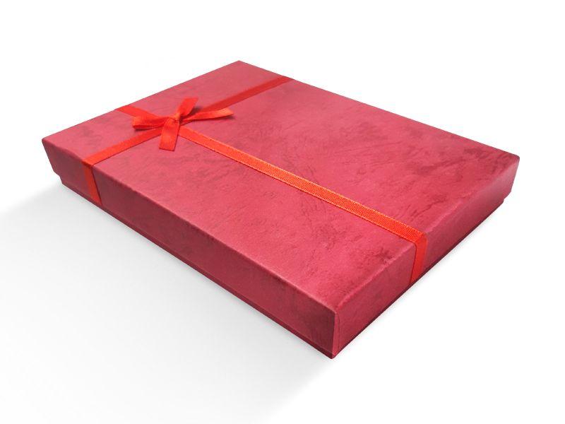 קופסה אדומה עם סרט לענקים 18X13