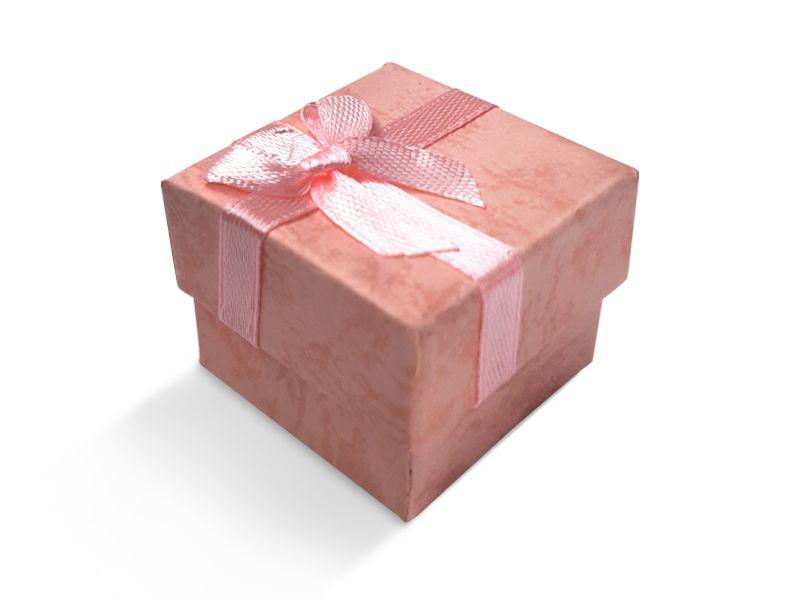 קופסה ורודה עם סרט לטבעת 4X4