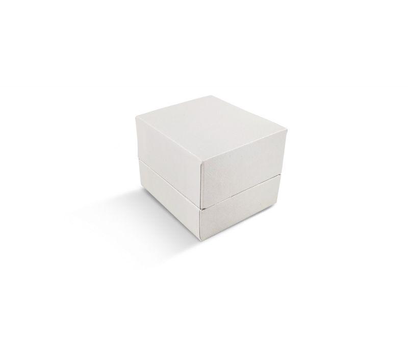 קופסת דמוי עור לבנה שטוחה קטנה לטבעת