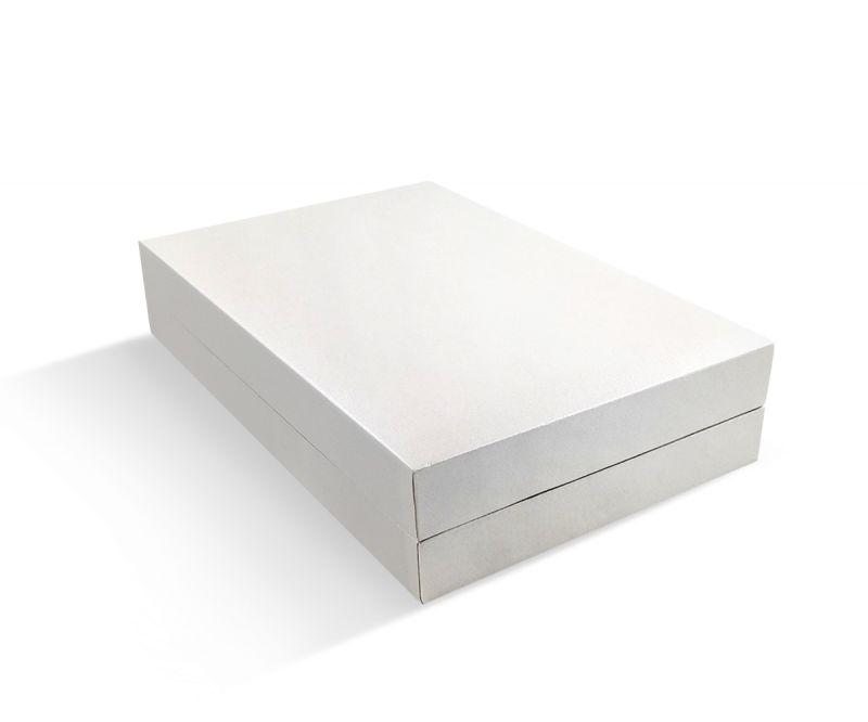 קופסת דמוי עור לבנה שטוחה לקולייר קטן
